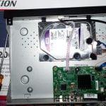 memasang kabel power dan data SATA HDD pada DVR CCTV